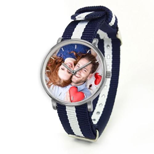 Orologio con cinturino colorato foto